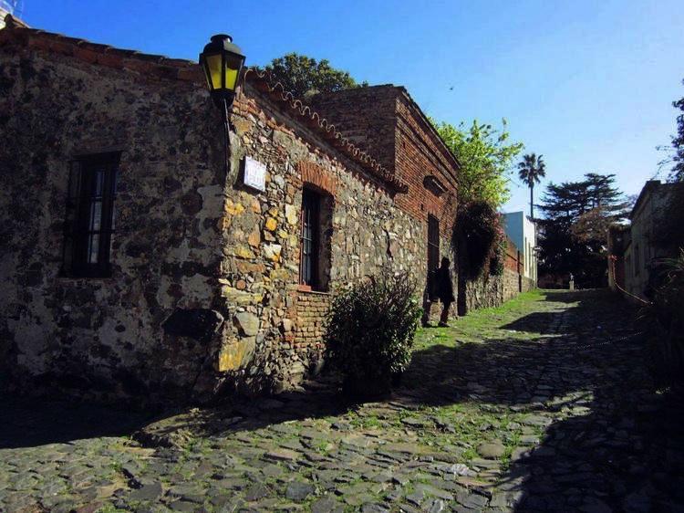 LA CALLE DE LOS SUSPIROS- URUGUAY_Fotor