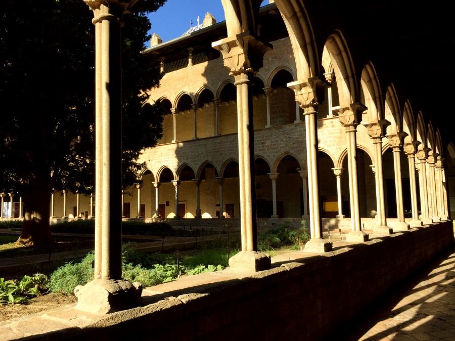 Jardin medicinal frente al boticario del Monasterio