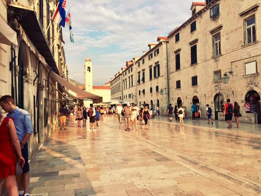 calle principal 2_Fotor
