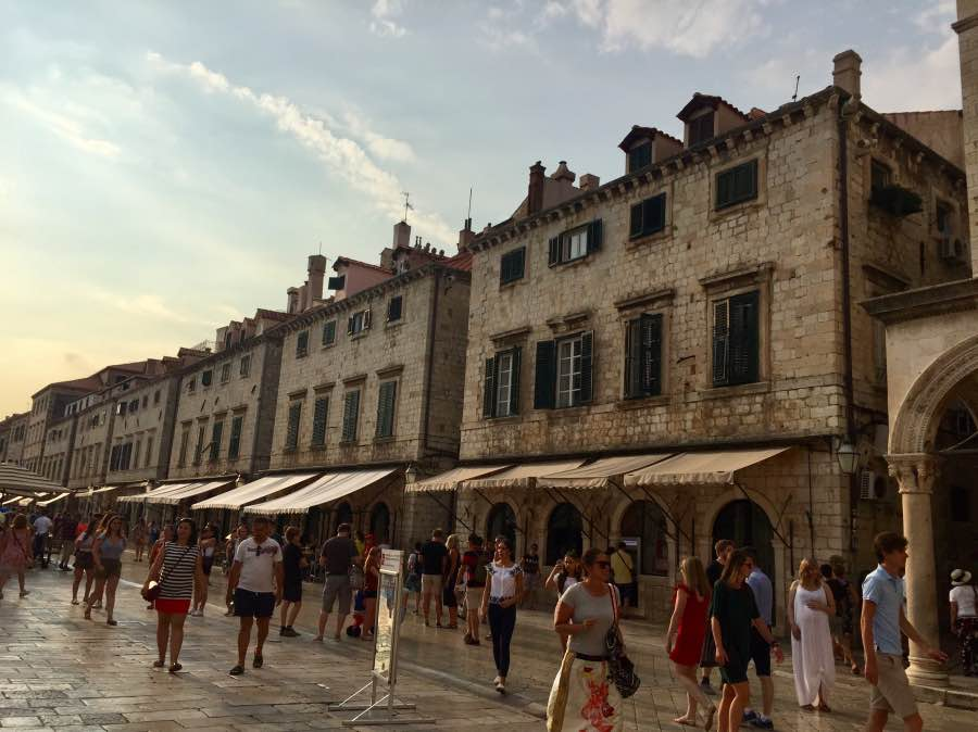 calle principal centro_Fotor